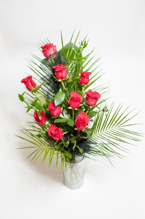 Vázaná kytice - červené růže, orientační cena - 1 000Kč