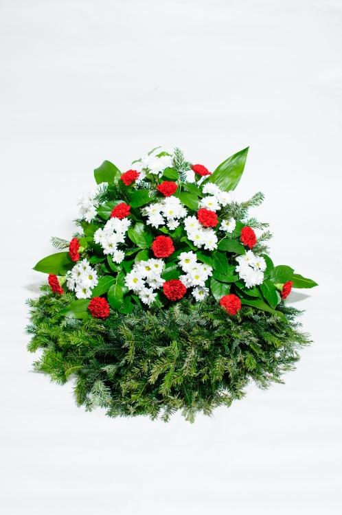 Věnec - chryzantémy a karafiáty, orientační cena - 1 800Kč