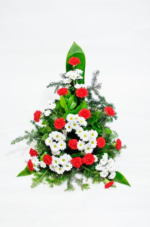 Vypichovaná kytice - chryzantémy a karafiáty, orientační cena - 1 500Kč