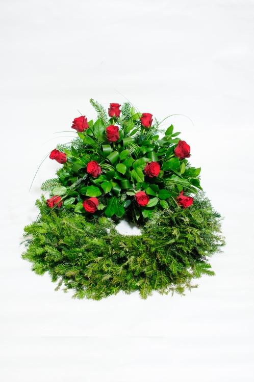 Věnec - růže, orientační cena - 1 800Kč