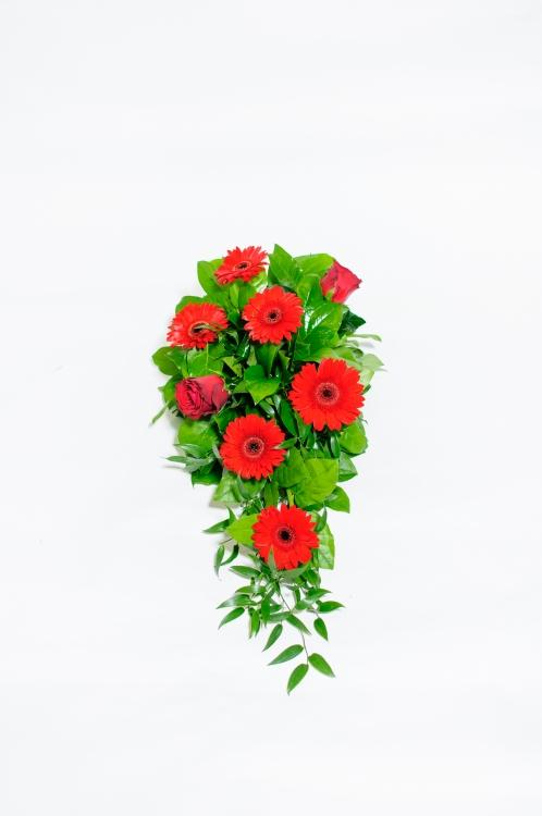 Kytice na rakev - gerbery a růže, orientační cena - 850Kč