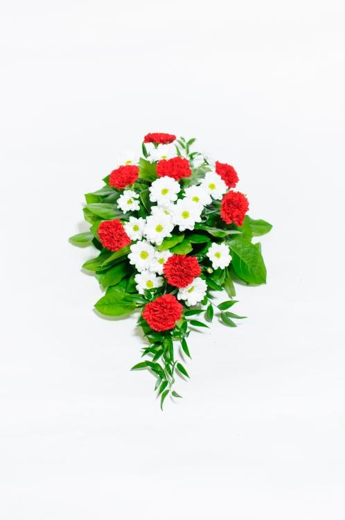 Kytice na rakev - chryzantémy a karafiáty, orientační cena - 850Kč