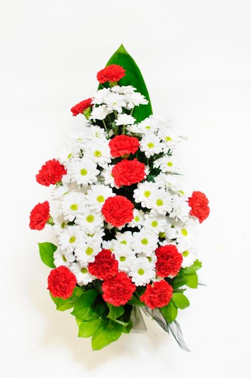 Vázaná kytice - chryzantémy a karafiáty, orientační cena - 850Kč