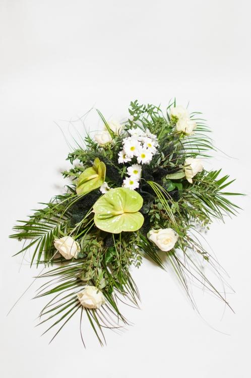 Vypichovaná kytice -bílé růže a zelené anthurie, orientační cena - 1 100Kč