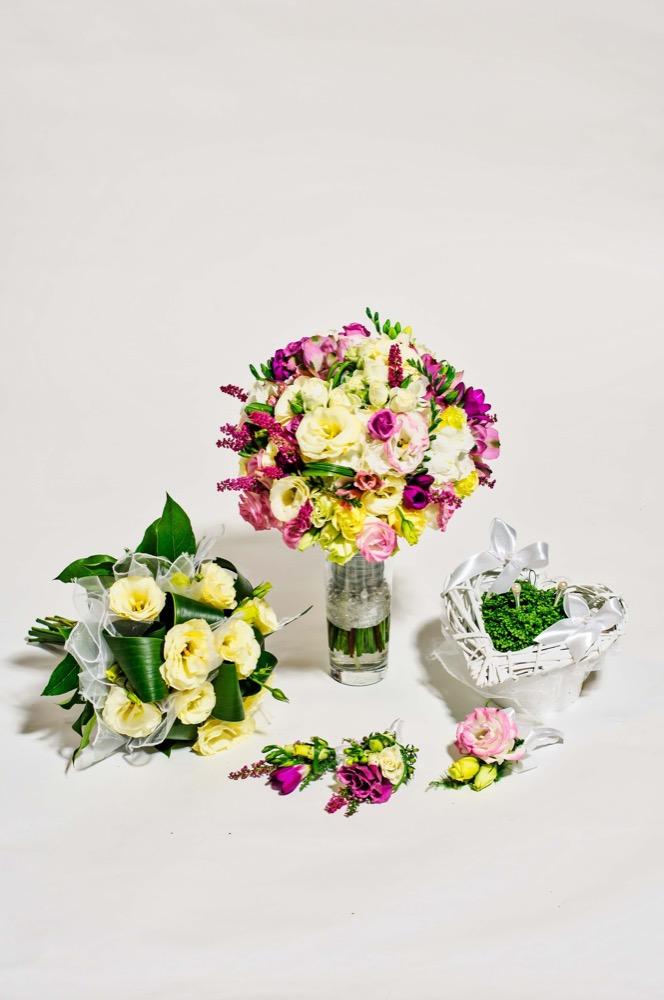 Svatební kytice - eustomy a růže
