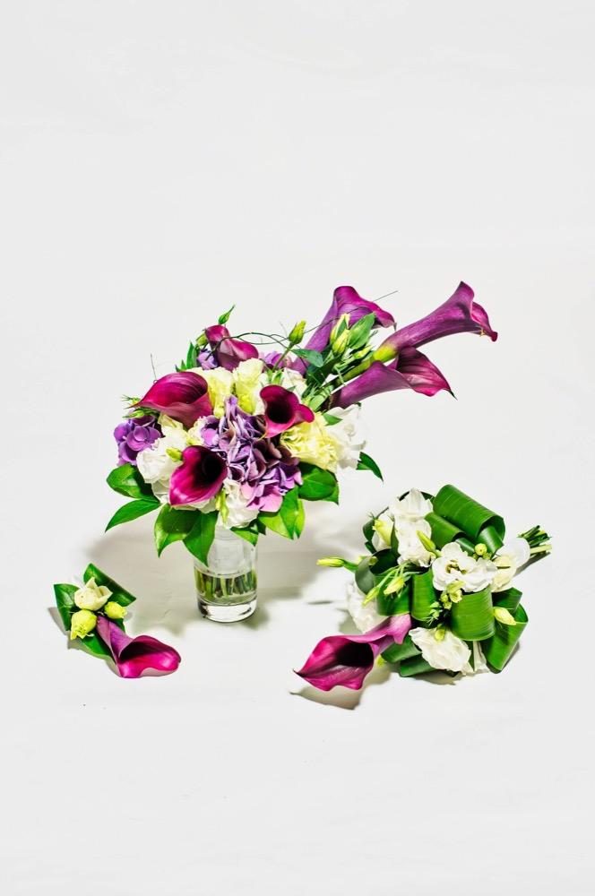 Svatební kytice - fialové kaly a bílé eustomy 4