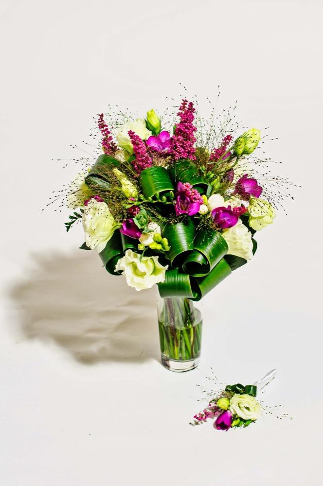 Svatební kytice - frézie a vřes