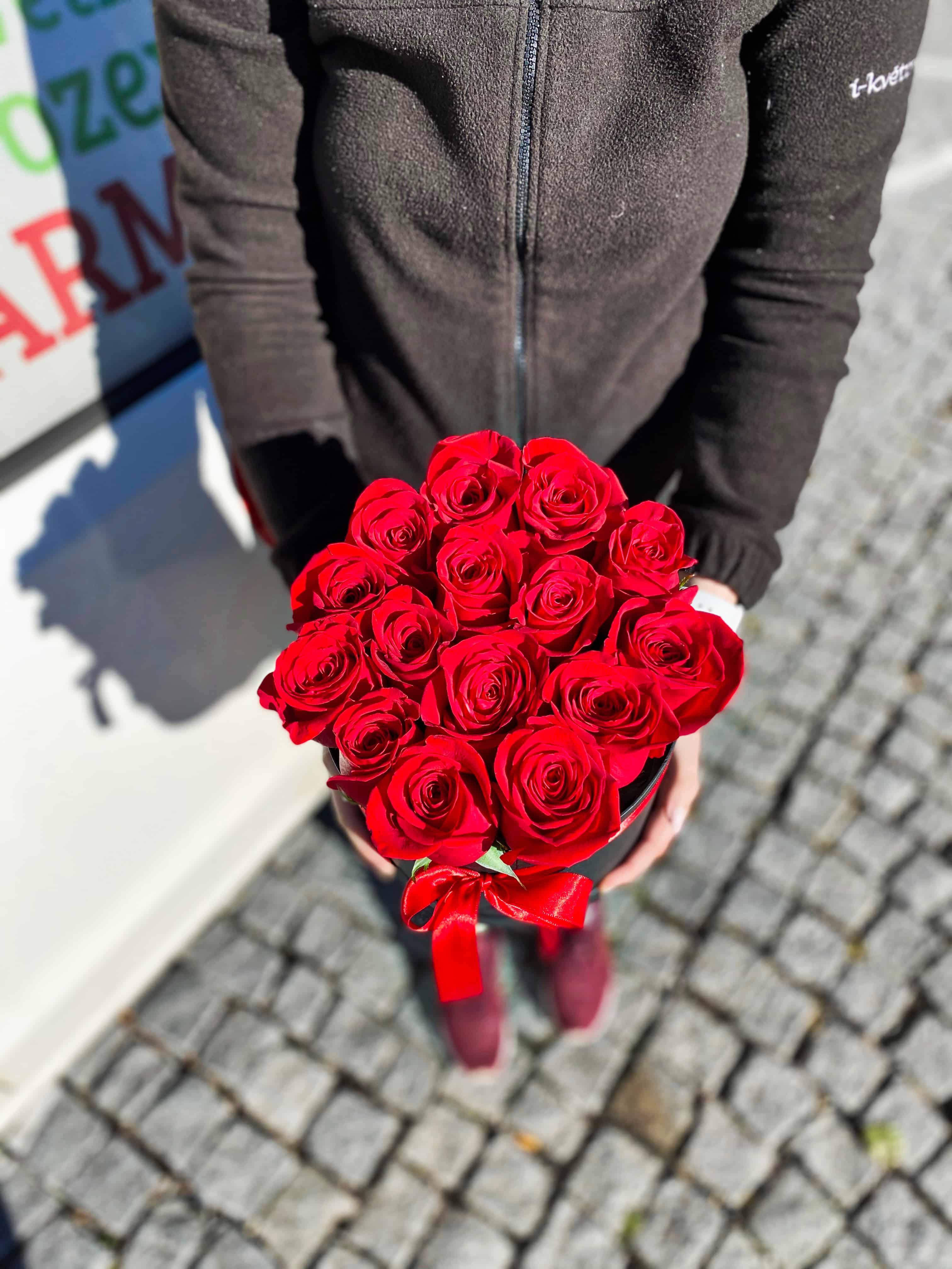 Box růží a Marlenka dort