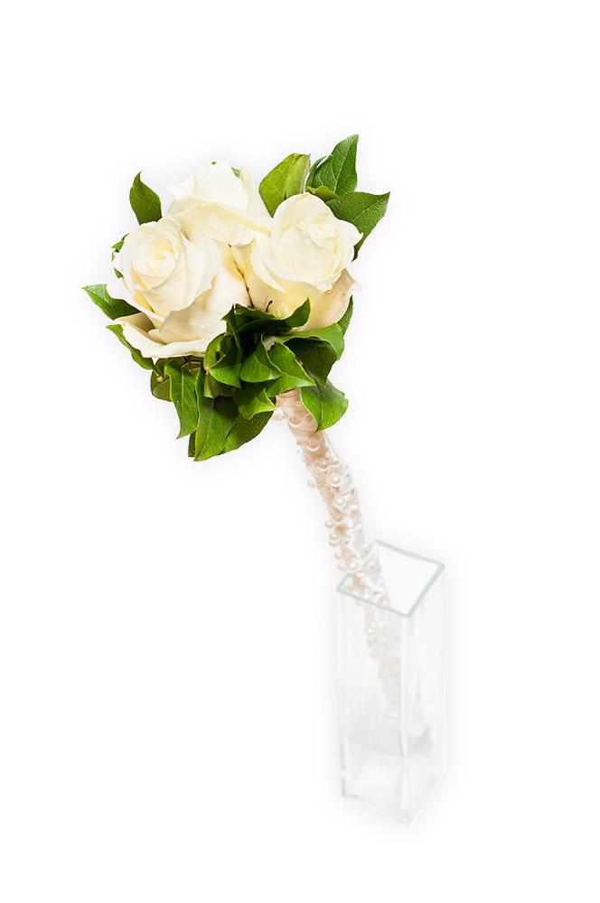 Tři bílé růže s perličkami