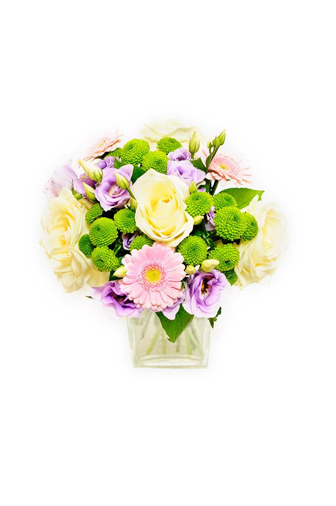 Světle růžové gerbery a bílé růže