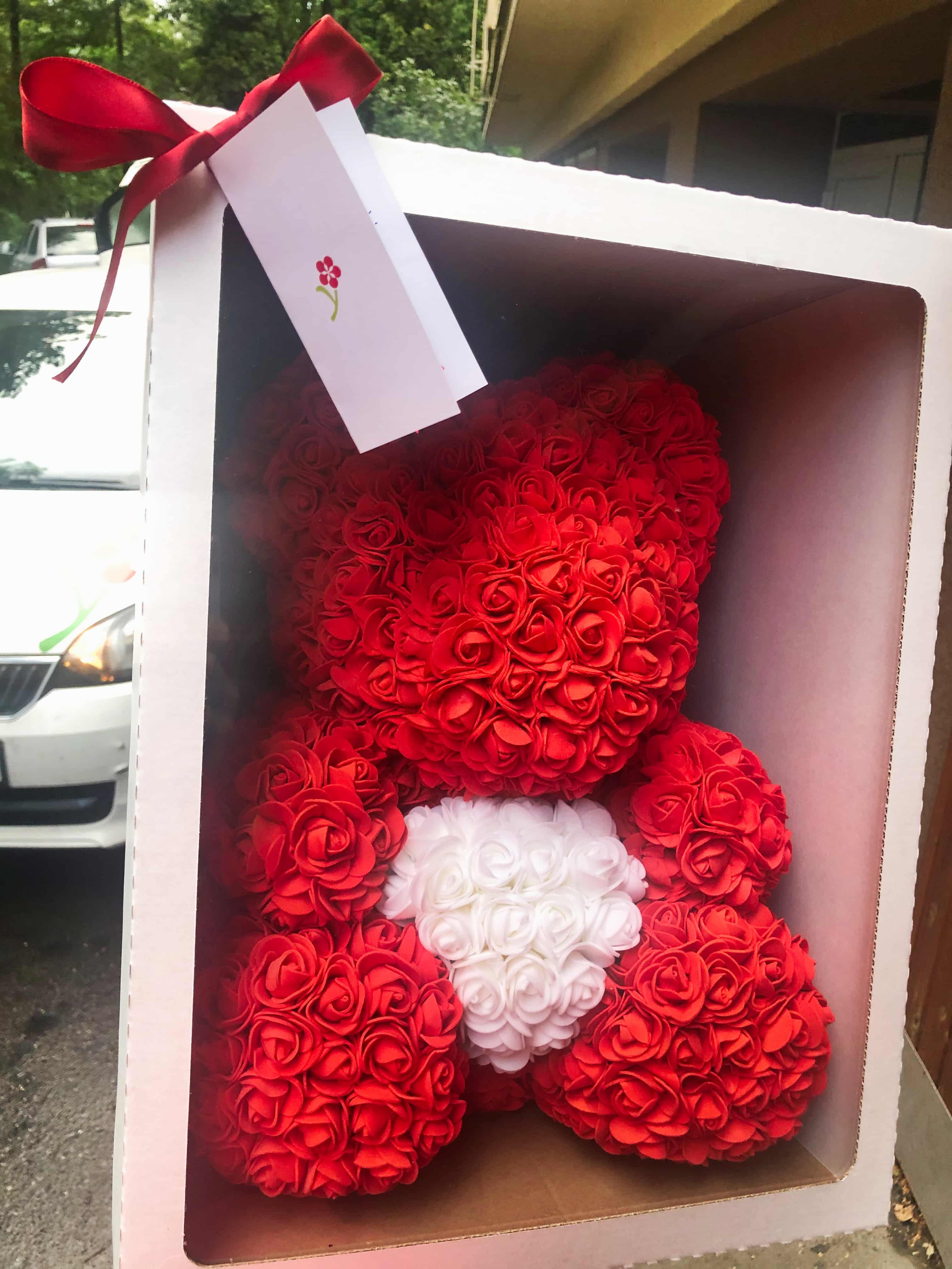 Velký medvídek z umělých růží