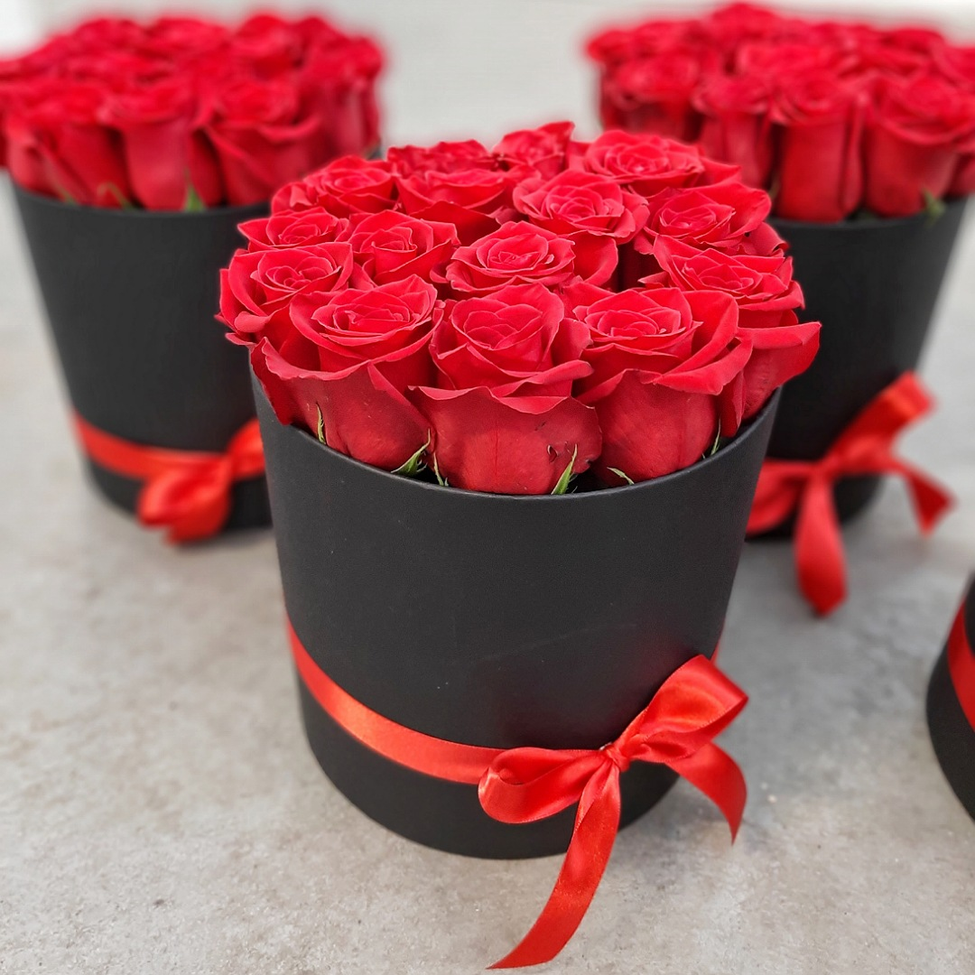 Růže v ČERNÉM flower boxu