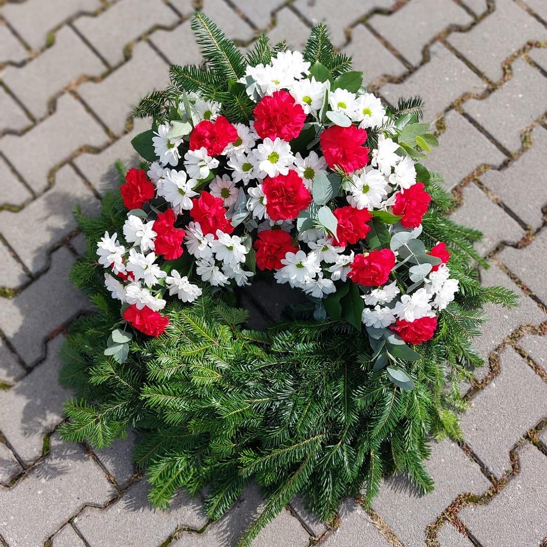 Smuteční věnec s chryzantémami a karafiáty