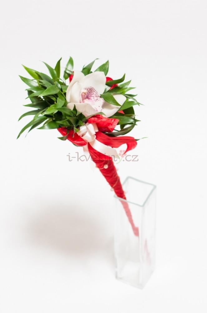 Orchidej v kornoutu se zdobením