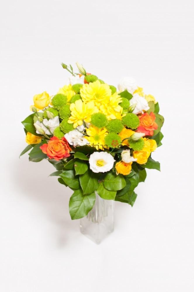Žluté kopretiny s růžemi a santini