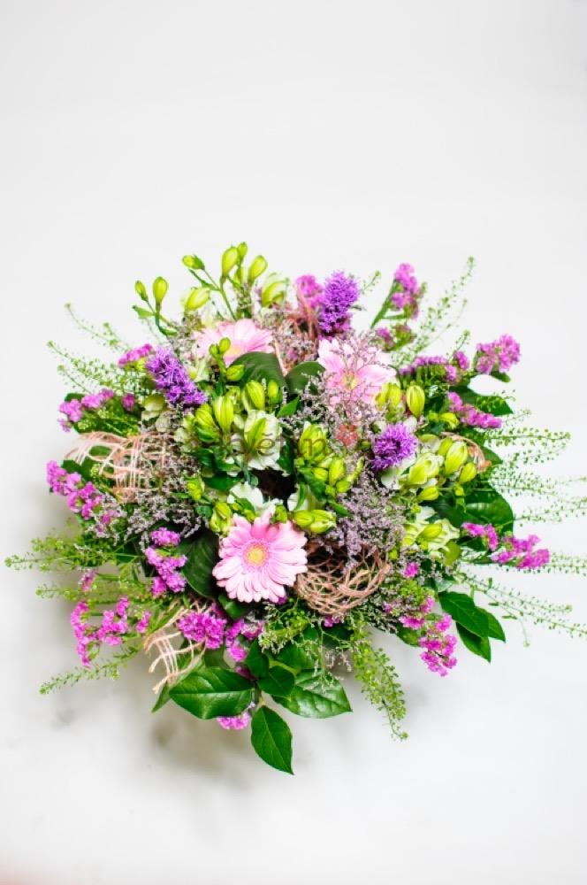 Růžové gerbery s alstromeriemi