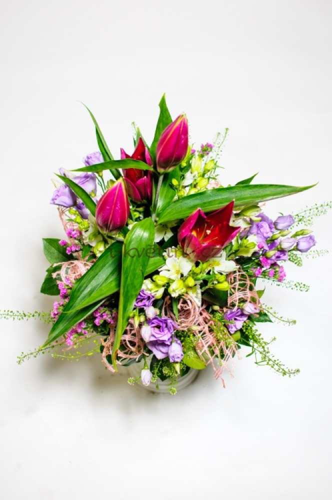 Lilie, tulipány a fialové eustomy