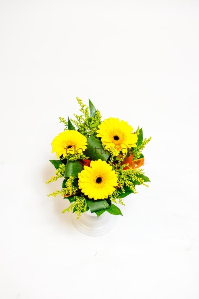 Žluté gerbery a solidago