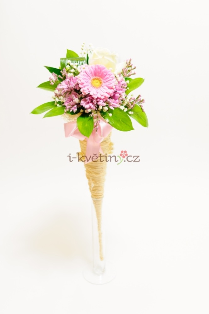 Gerbera s bílou růží v kornoutu