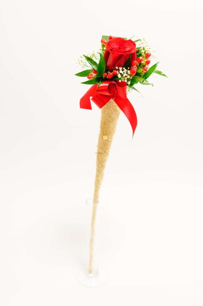 Růže se zdobením v kornoutu