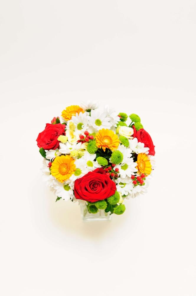 Kopretiny, růže a gerbery