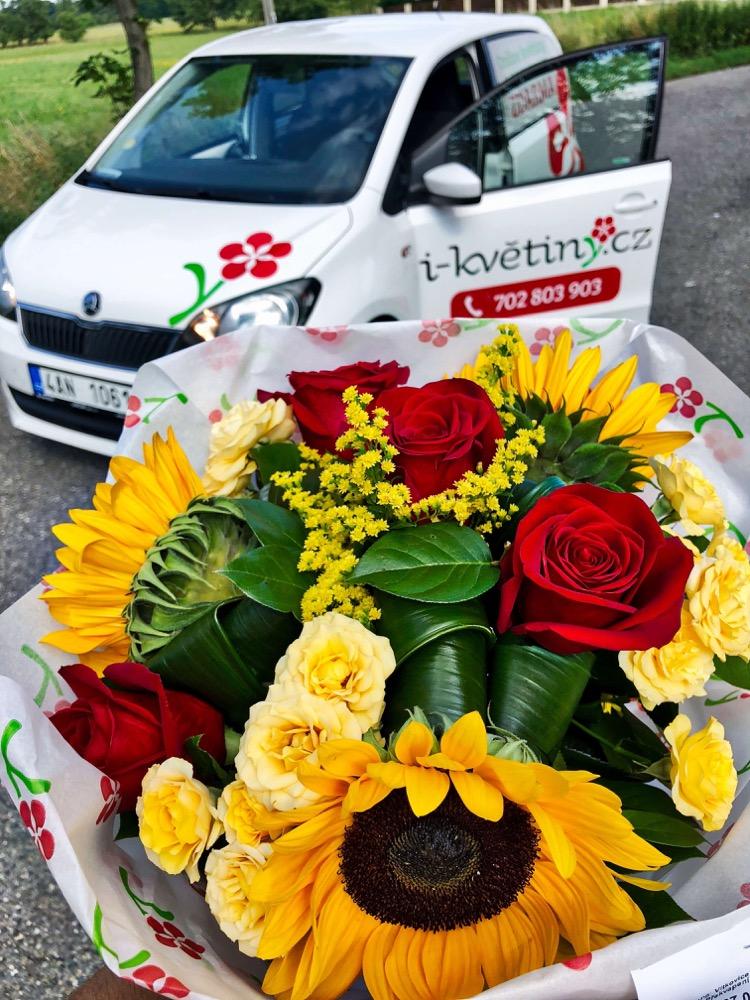 Slunečnice a růže