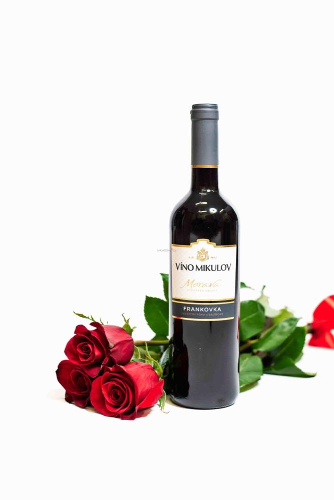 3 RŮŽE a ČERVENÉ víno