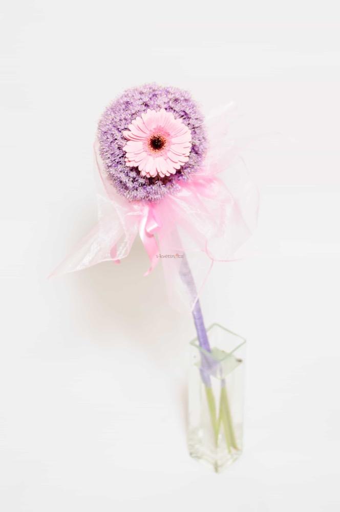 Allium dozdobeno jemně růžovou gerberou