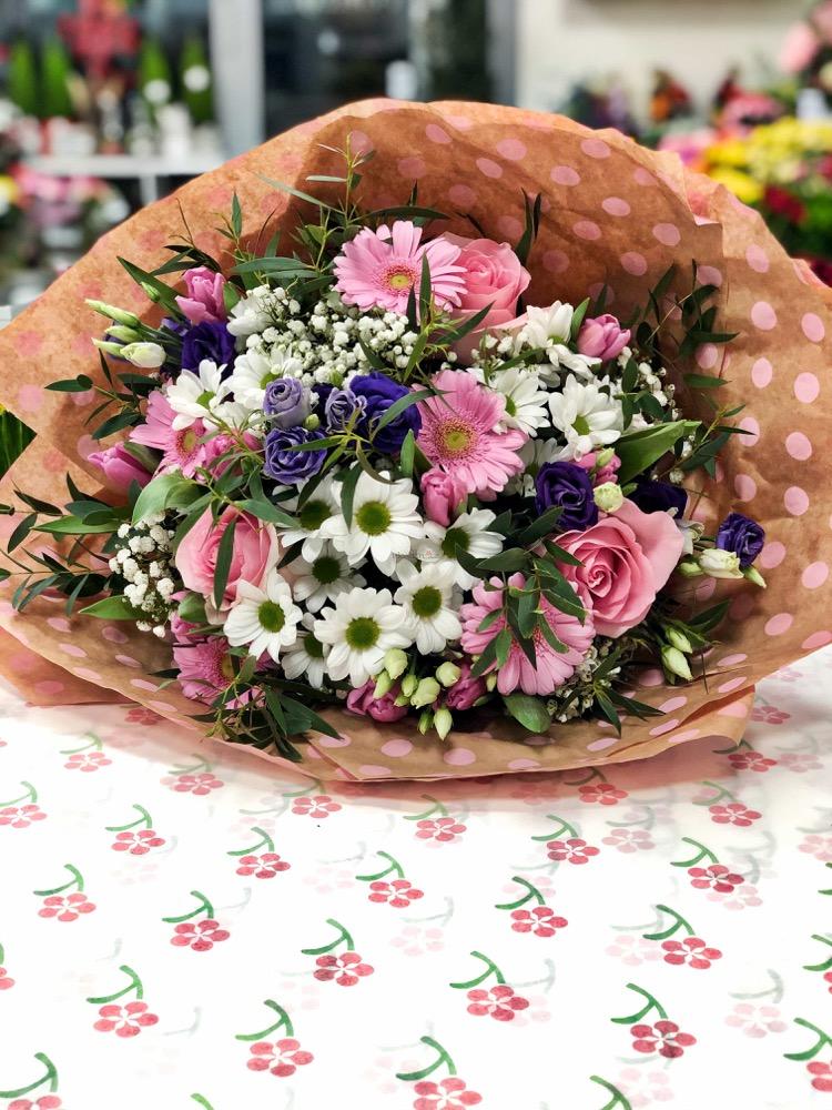 Mix růžových růží a gerber